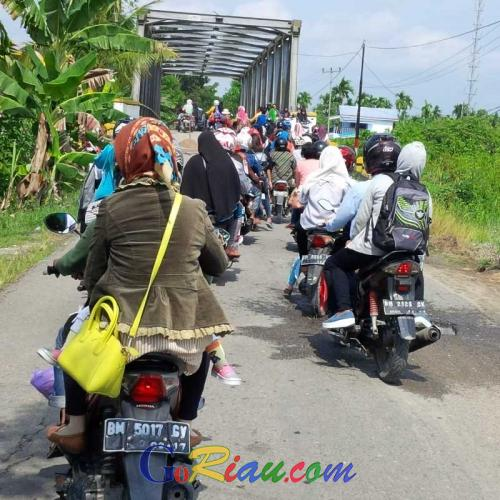 H-2, Jalan Tembilahan-Tempuling Dipadati Pengendara Sepeda Motor