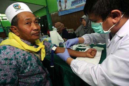 PPIH Embarkasi Surabaya Amankan 23 Koper Rokok dan Obat Tradisional Milik JCH Sumenep