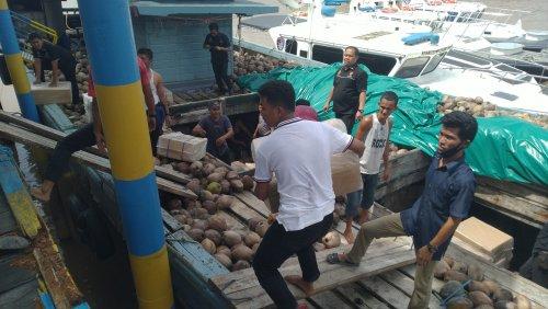 Ditpolairud Polda Riau Tangkap Kapal Bermuatan 1.062 Box Rokok Luffman Ilegal