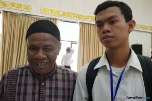 Tukang Pijat Tunanetra di Pekanbaru Tak Menyangka Putranya Lulus Tes Caba Polri