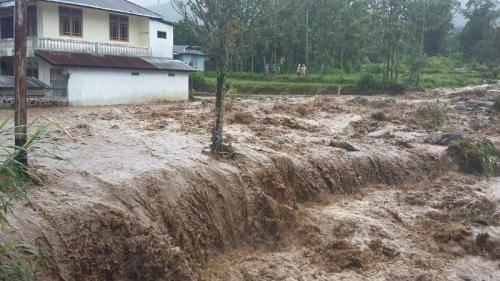 Banjir Bandang Terjang Sejumlah Nagari di Solok, 1 Orang Tewas, 7 Luka-luka dan 6 Mobil Hanyut