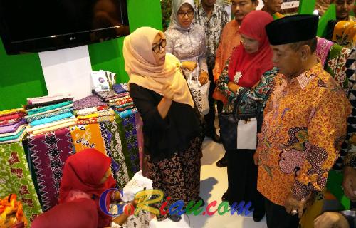 Hiasi Pelalawan Expo 2016, Bupati Harris Apresiasi Batik Bono Andalan