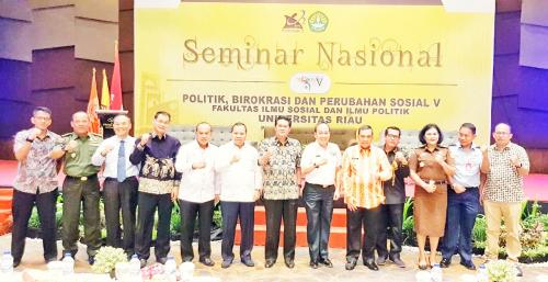 Bupati Irwan Jadi Narasumber Seminar Nasional Politik Birokrasi dan Perubahan Sosial Unri