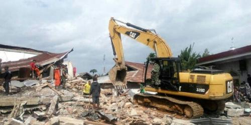 10 Orang Terperangkap Reruntuhan Warung Kopi di Pidie Jaya, Relawan Berusaha Berikan Minuman