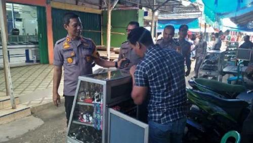 Jelang Natal dan Tahun Baru, Kapolres Pelalawan Tinjau Harga Sembako di Pasar