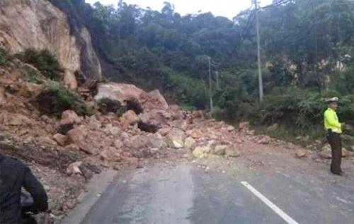Jalan Lintas Riau - Sumbar Longsor Lagi, Dewan Minta Pemerintah Pusat Wacanakan Pembuatan Retaining Wall