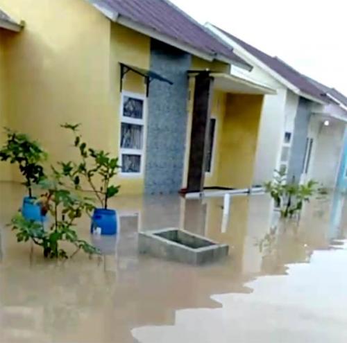 Diguyur Hujan, Air Sungai Sibam Meluap, Perumahan Dwi Beringin Indah Pekanbaru Kebanjiran