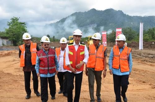 Tol Padang-Pekanbaru 225 Kilometer Dicanangkan Jokowi Februari 2018, Baru Land Clearing dan Timbunan 800 Meter