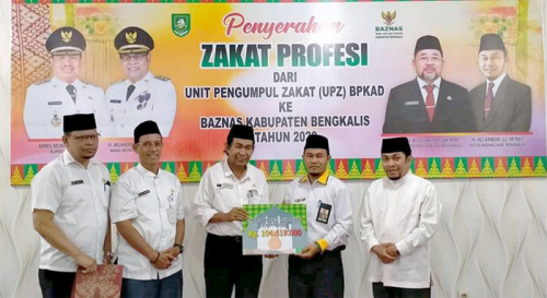 BPKAD Bengkalis Serahkan Zakat Profesi Rp104 Juta