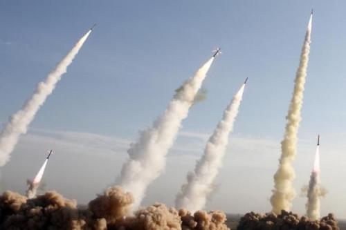 Balas Dendam Dimulai, Iran Tembakkan 12 Rudal Balistik ke Dua Pangkalan Militer AS
