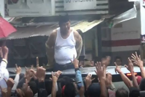 Prabowo Bikin Kaget dan Heboh di Subang, Buka Baju dan Lemparkan ke Pendukung yang Memintanya