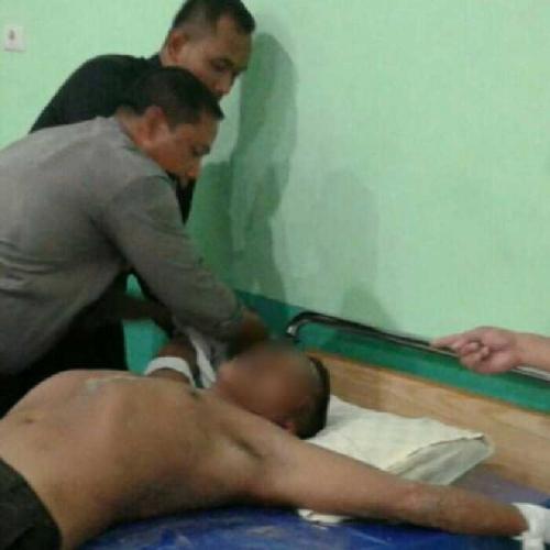 Pria Stres di Kampar Mengamuk, Ada yang Dibacok, Leher Digorok Hingga Ditusuk Obeng, 2 Orang Terluka
