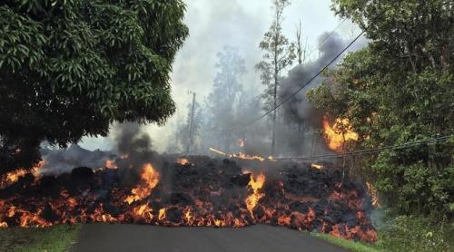 Menakutkan, Lava Pijar Gunung Kilauea Mengalir ke Jalan Raya, Begini Penampakannya