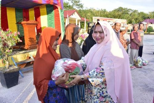 2.600 Warga Kurang Mampu se-Kecamatan Bengkalis Terima Paket Sembako Murah