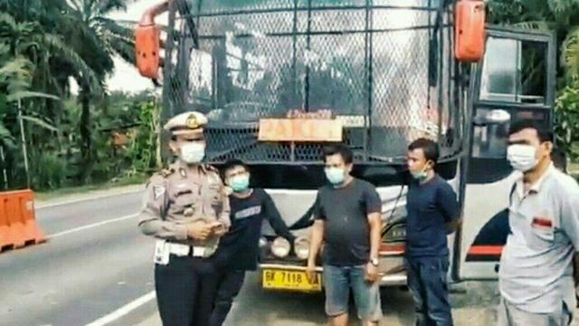 Bus Penumpang Disulap Jadi Pengangkut Paket, Diminta Putar Balik Petugas di Perbatasan Riau-Jambi