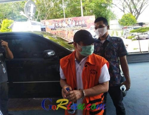 Terdakwa Korupsi Jalan di Bengkalis, Amril Mukminin Tiba di Rutan Sialang Bungkuk Mengenakan Rompi Orange