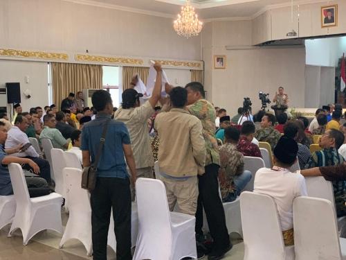 Dua Mahasiswa Diusir dari Lokasi Rapat Pencegahan Karhutla di Balai Serindit
