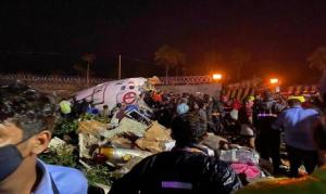 Kecelakaan, Pesawat Bermuatan 190 Orang Terbelah Dua, 17 Tewas dan Lebih 100 Terluka