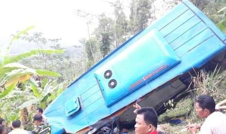 Korban Tewas Akibat Bus Terjun ke Jurang di Sukabumi Jadi 23 Orang