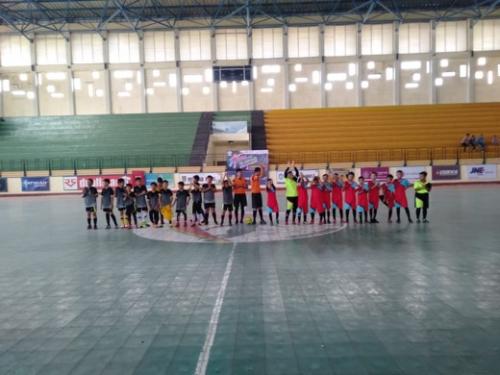 Pertama di Inhil, Wartawan yang Juga Pelatih Nasional Berlisensi AFC Ini Dirikan Sekolah Futsal