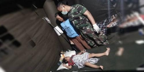 Prajurit Kostrad Temukan Balita Tengah Peluk Jenazah Ibunya di Bawah Reruntuhan Bangunan di Balaroa