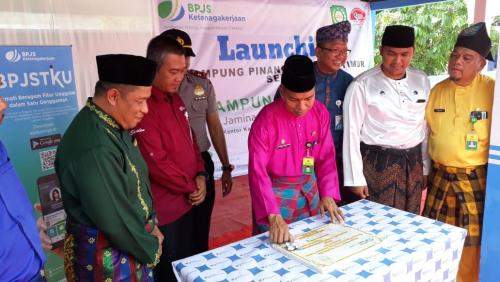 Pinang Sebatang Timur Dinobatkan Sebagai Kampung Sadar Jaminan Sosial Tenaga Kerja