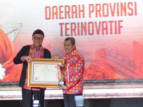 Provinsi Riau Terima Penghargaan Innovative Goverment Award 2019 dari Mendagri RI