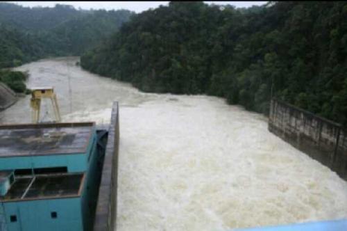 Pagi Ini, PLTA Kotopanjang Kembali Buka Pelimpahan Hingga 40 Cm Setiap Pintu, Aliran Sungai Semakin Deras