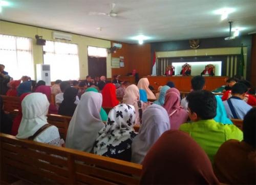 Hakim Tidak Kabulkan Pengalihan Penahanan Tiga Dokter Terdakwa Korupsi RSUD Arifin Achmad