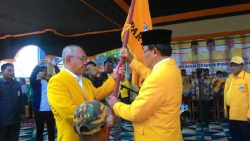 Digelar di Lapangan dan Disaksikan Masyarakat, Andi Rahman Lantik HM Wardan sebagai Ketua DPD Golkar Inhil