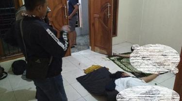 Jasad Pria dan Wanita Tanpa Busana Ditemukan di Atas Sajadah dalam Rumah Kontrakan