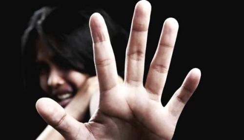 Istri Siri Hilang Semalaman, Ditemukan Suami Lagi Main Game di Warnet, Namun Menolak Diajak Pulang, Begini Akibatnya