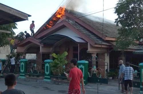 Diduga Akibat Korsleting Listrik Dua Rumah Warga Terbakar