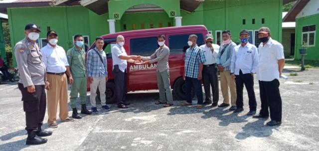 Mobil Ambulans Hasil Swadaya Masyarakat Diserahkan ke Pemdes Lukit