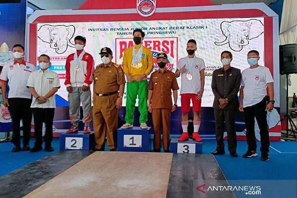 Riau Pimpin Perolehan Medali Invitnas Angkat Berat Junior di Lampung