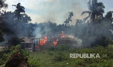 Lolos dari Pembantaian Saat Rumahnya Diserang dan Dibakar, Muslimah Rohingya Melahirkan di Tengah Hutan