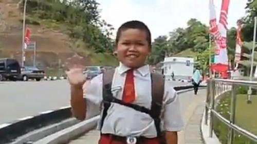 Nursaka, Bocah WNI yang Harus Bolak-balik ke Luar Negeri Tiap Hari untuk Sekolah