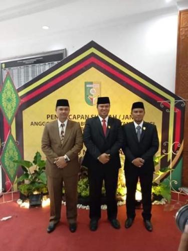 Tiga Bersaudara Dilantik sebagai Anggota DPRD Kuansing Periode 2019 - 2024