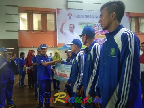 Haornas, Gubri Berikan Dana Pembinaan Bagi 15 Atlet dan Pelatih Berprestasi
