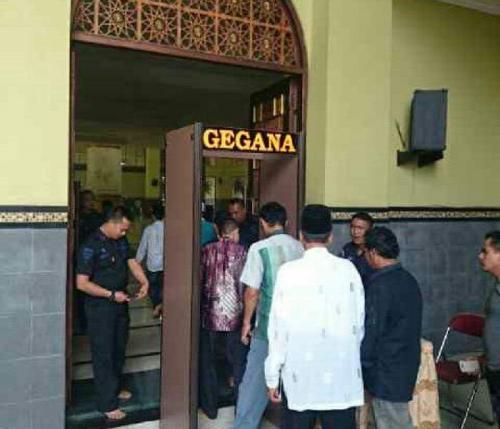 Oalaa, Jokowi Salat Jumat, Jamaah Islamic Center Bangkinang Protes, Ini Penyebabnya
