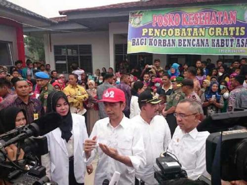 Kenakan Topi Merah, Presiden Jokowi Turun di Kuok Kampar