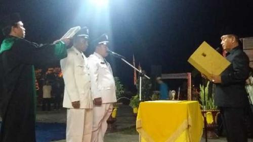 Bupati Pelalawan Lantik Dua Kades Hasil Pilkades Serentak Kecamatan Kuala Kampar