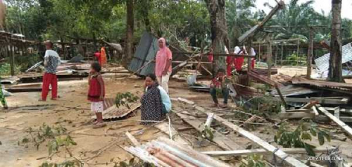 67 Rumah dan 2 Musholla di Rohil Porak-poranda Dihantam Puting Beliung