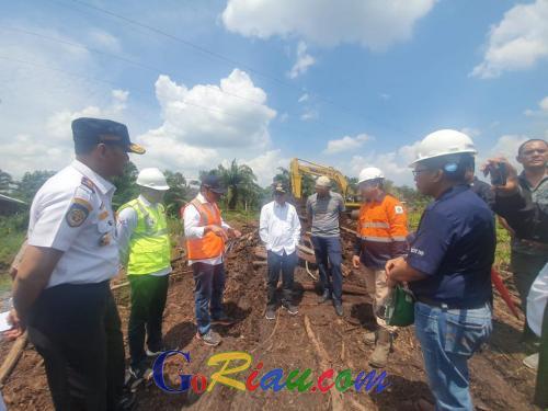 Gubernur Syamsuar Targetkan Jalan Alternatif Pusako - Buton di Riau Selesai dalam Seminggu