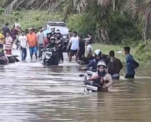 Banjir, Akses Jalan Teluk Paman - Kuntu Kampar Kiri Putus