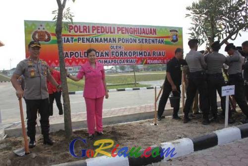 Polda Riau Tanam 26 Ribu Pohon