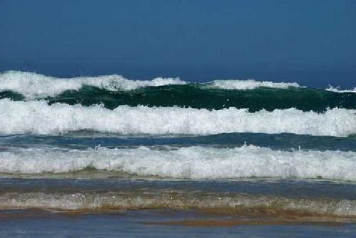 Gelombang Laut di Perairan Indragiri Hilir Capai 2 Hingga 3 Meter