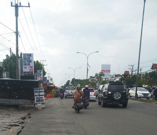 PKL Menjamur di Jalan Soebrantas Panam