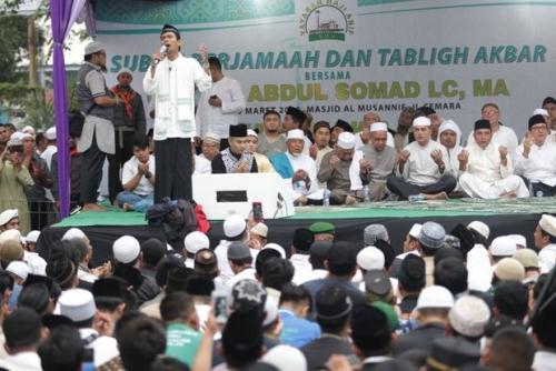 Tausyiah di Masjid Al Musannif Deliserdang, Ustaz Abdul Somad Doakan Edy Rahmayadi