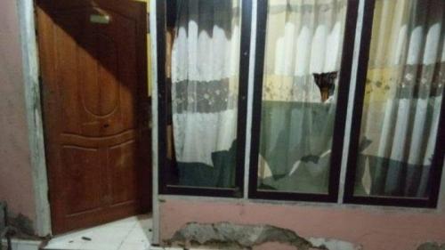 Puluhan Anggota Brimob Perbaiki Rumah dan Ganti Perabot Milik Wanita Tua yang Dihancurkannya